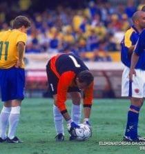 Rogério Ceni cobrando falta pela Seleção