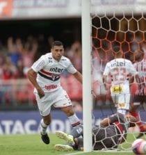 Diego Souza continua entre os titulares