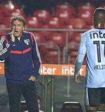 Cuca e Helinho na derrota contra o Goiás
