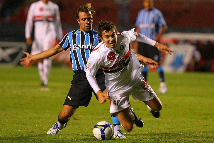 Dagoberto contra o Grêmio em 2008