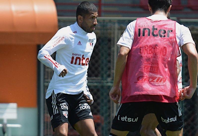 Rojas apareceu treinando junto com o elenco do São Paulo