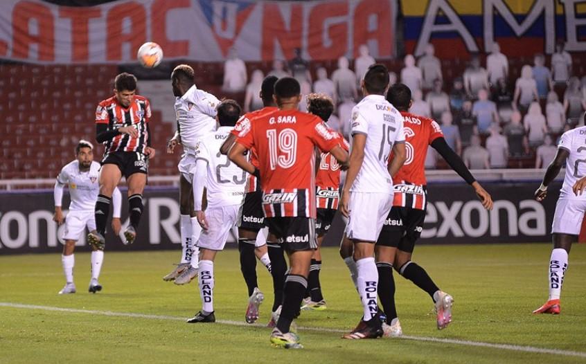 O São Paulo perdeu para a LDU na Libertadores por 4x2