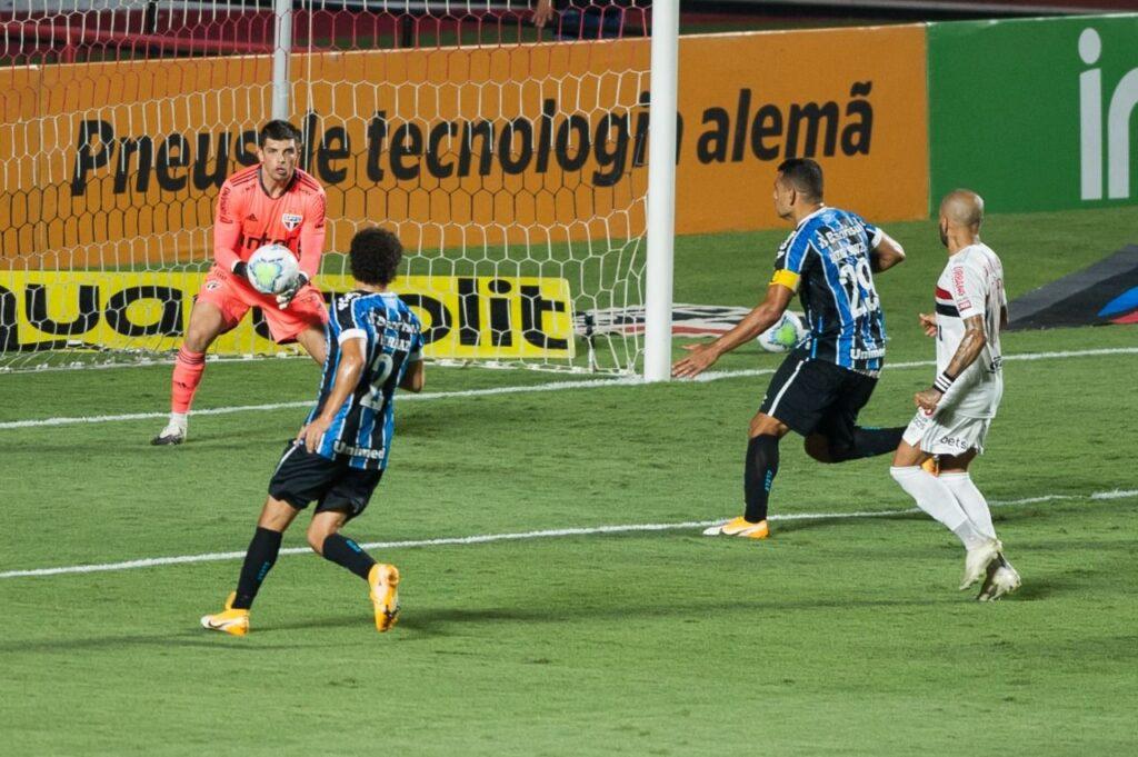 Tiago Volpi contra o Grêmio