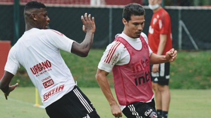Hernanes e Gabriel Sara treinam com o restante do elenco do São Paulo