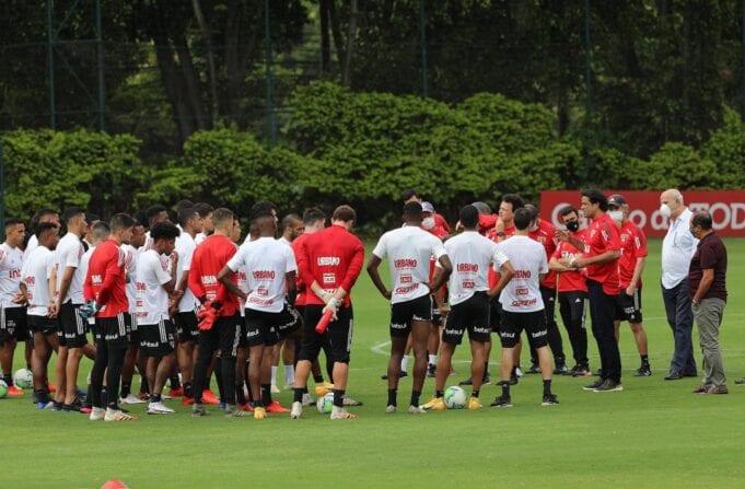 Jogadores do São Paulo - CT da Barra Funda