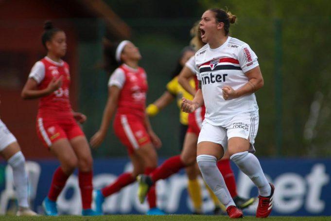 Glaucia concorre à craque da galera pelo Brasileirão Feminino