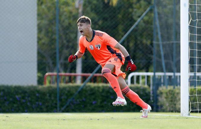 Leandro - goleiro do time sub-17 do São Paulo