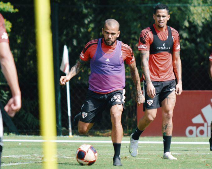 Para Arnaldo Ribeiro a contratação de Dani Alves é a pior contratação da história do São Paulo
