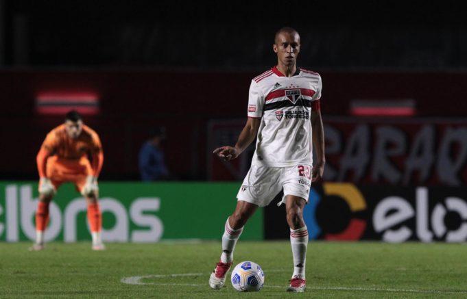 Miranda engata sequência de jogos e já soma 13 partidas pelo Tricolor