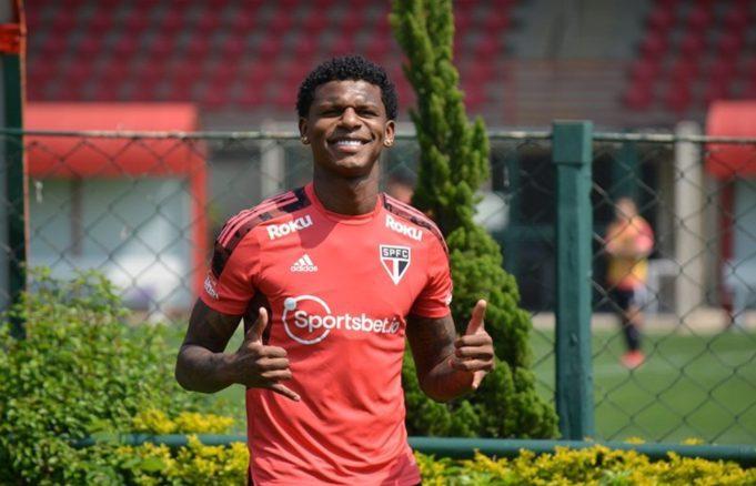 Arboleda se apresenta à seleção equatoriana e desfalca o São Paulo por três jogos